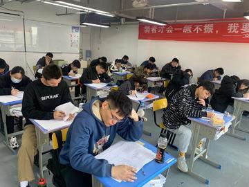高考前模考成绩变化很大正常吗,该怎么调整状态?