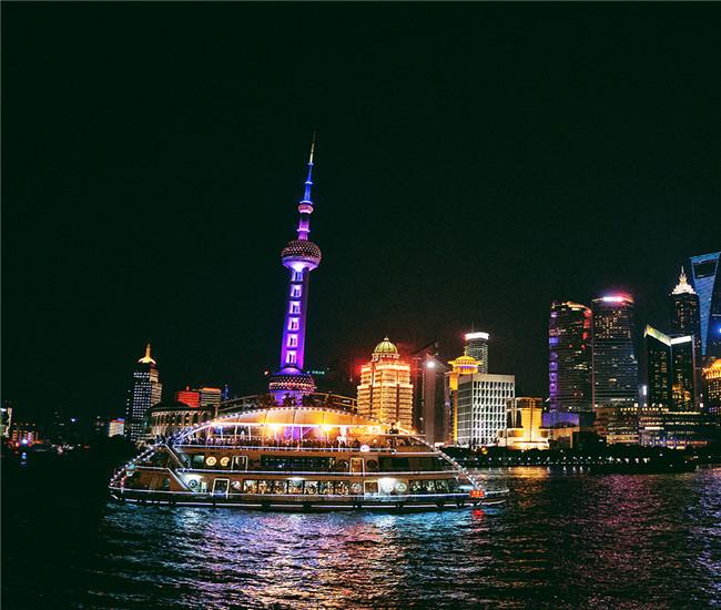 上海黄浦江二十三艘邮轮门窗和玻璃幕墙