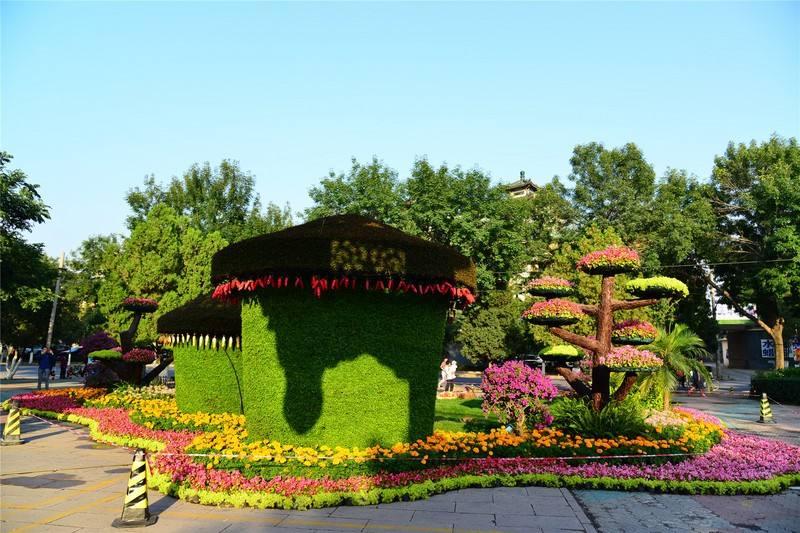 天津和平区五大道绿雕,天津五大道花坛绿雕,天津绿色雕塑,天津和平绿雕,天津和平区草雕,天津津湾广场绿雕