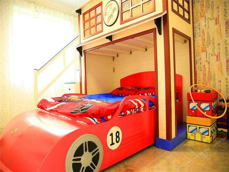 万龙儿童主题公寓酒店—汽车主题亲子房