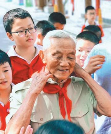 """湖南岳阳市军队干休所退休干部朱再保——""""为大家做力所能及的事就是乐"""""""
