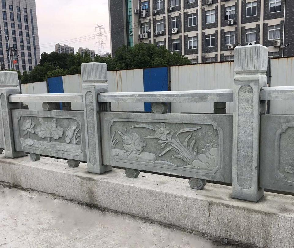 四川手工青石欄杆材质上乘