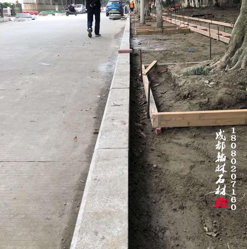 四川厂家专业定制批发花岗岩芝麻白路沿石