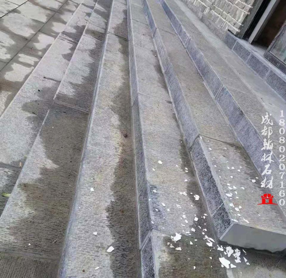 黑油光青石板手打錾道梯步铺装效果