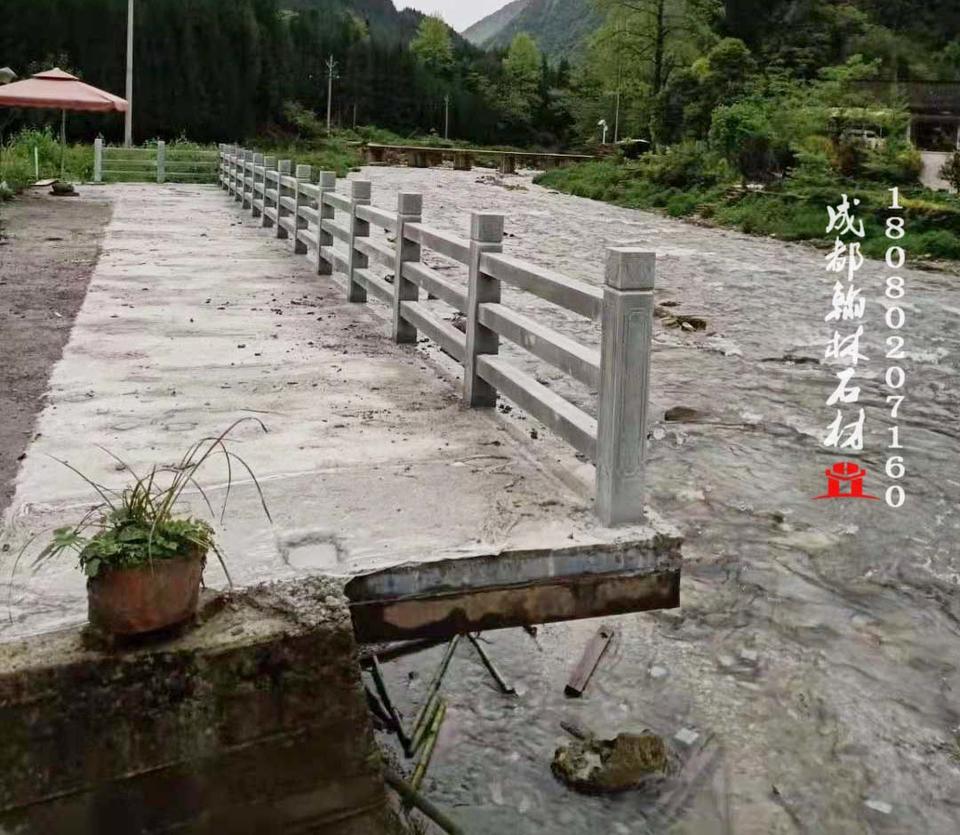 四川河道青石栅条栏杆厂家直销