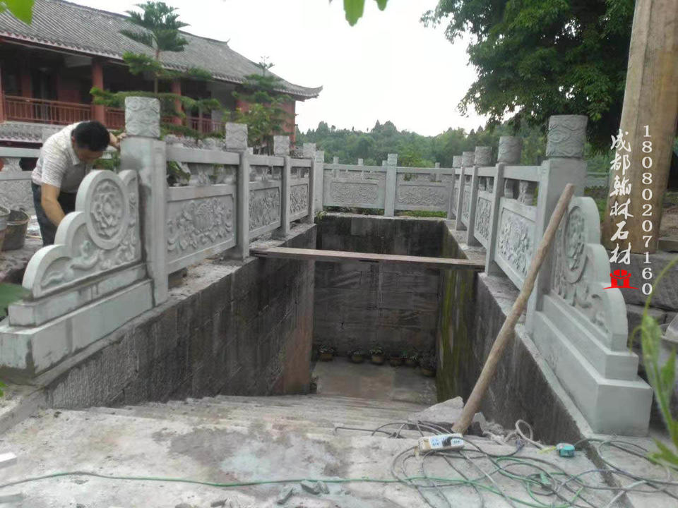 重庆潼南区大佛寺青石栏杆 青石柱础 柱墩 磉磴 地雕