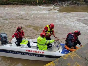 河南两干部驾车送群众就医途中落水,将群众推出后失联超40小时