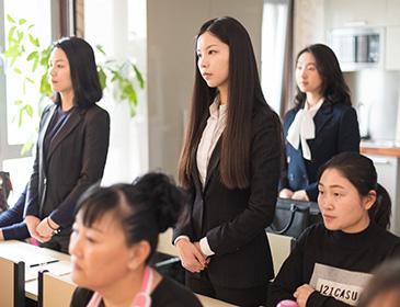 《中国式管家》发布会宣传片<br/>美英慧管家学院是一所为私人雇主、物业管理和高端酒店培养高级职业管家的培训学院。
