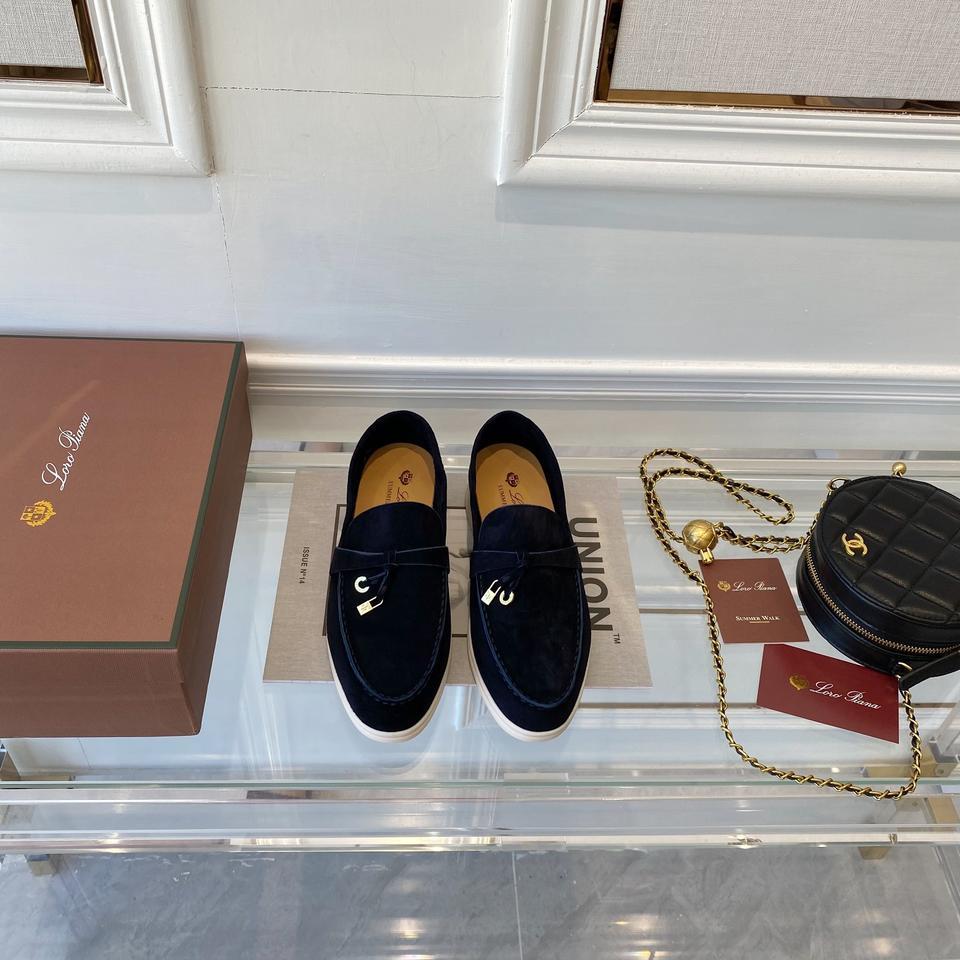 进口羊皮 鞋底:进口牛精超舒适大底 鞋跟:1.5 码数35-40 专柜包装