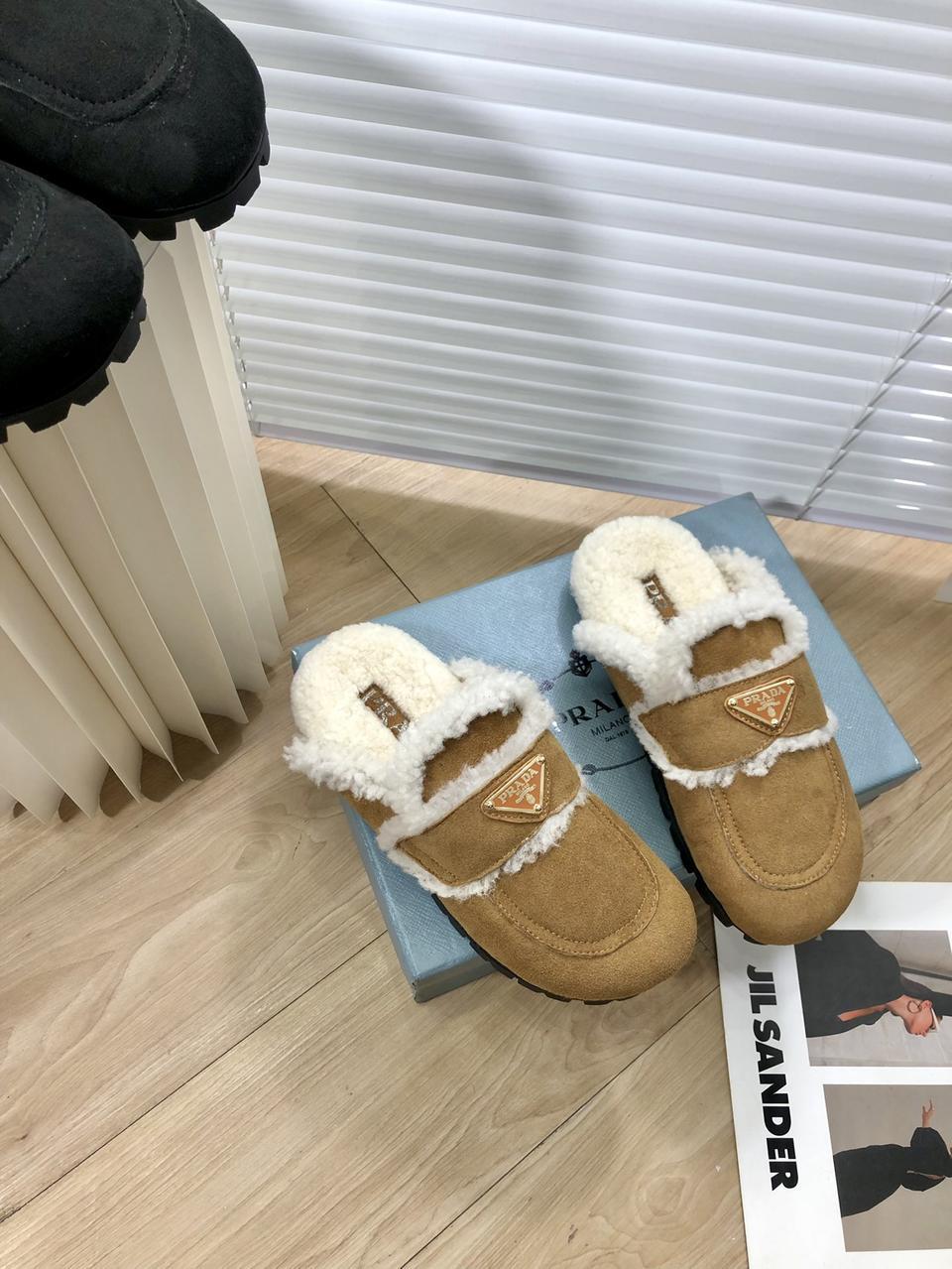 新款 包头毛半拖 拖脚感特别舒服,毛特别的柔软,鞋面 羊皮毛一体 高级感满满!Size:35-40