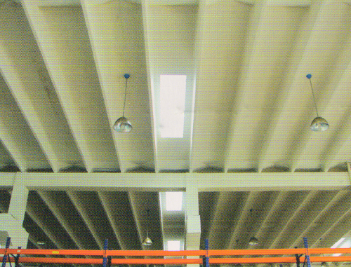 屋面可安装排风设施和采光带
